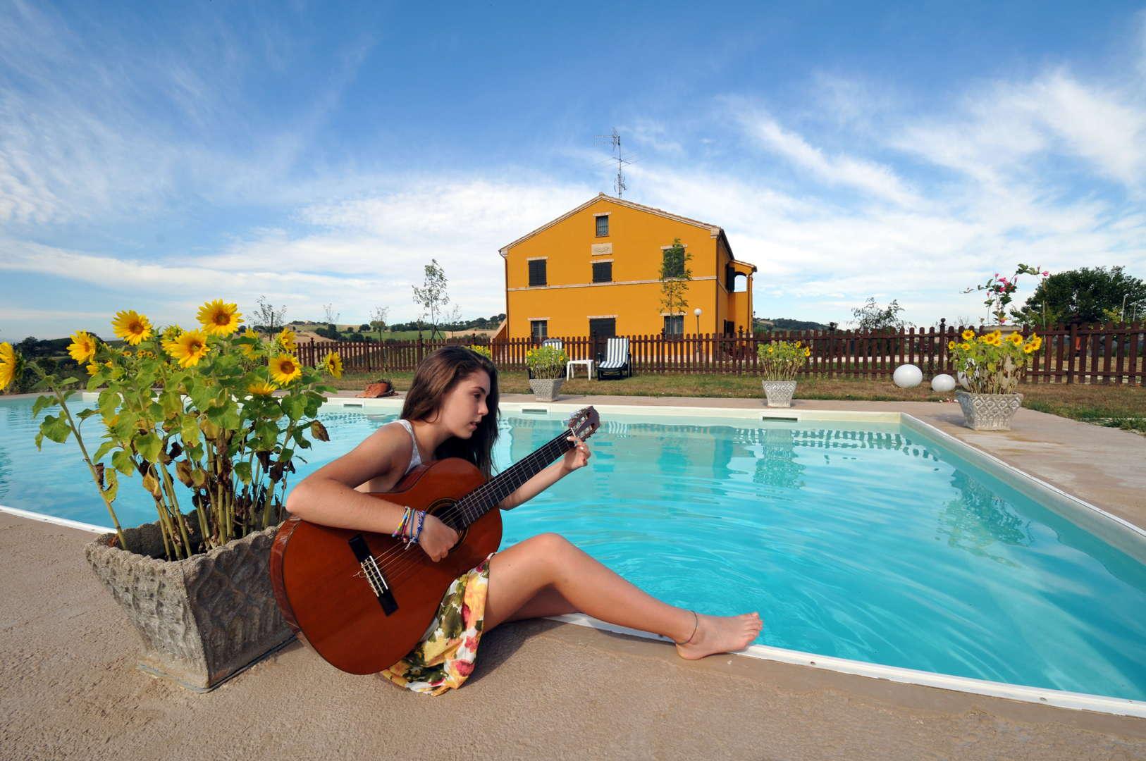 Contry house con piscina marche recanati macerata - Piscina villa primavera udine prezzi ...